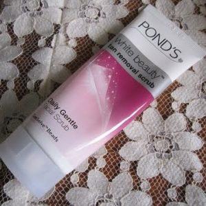 Kem tẩy tế bào chết POND'S Tan Removal Scrub, có thể tẩy sạch lớp da sần sùi hay không?