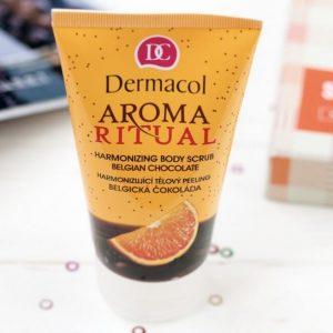 Loại bỏ da chết khô cứng cùng Dermacol Aroma ritual harmonizing body scrub.