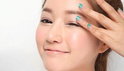 Thổi bay nếp nhăn vùng mắt với phương pháp massage đúng cách