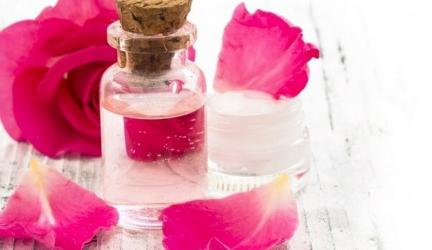 Đắp mặt nạ xong có nên bôi nước hoa hồng không?
