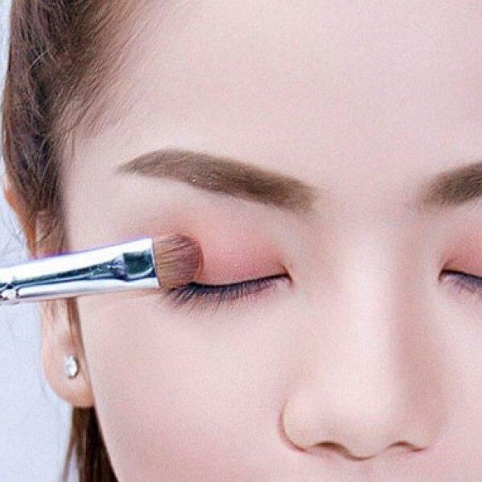 Hướng dẫn cách đánh phấn mắt 3 màu chuẩn nhất - Rivi Việt Nam .vn