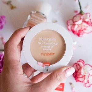 Biến hóa lớp makeup với phấn phủ Neutrogena SkinClearing Mineral Powder