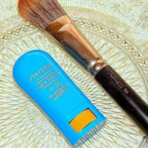 Dành cho những cô nàng còn đang băn khoăn về phấn nền dạng thỏi Shiseido Sun Protection Stick Foundation!