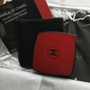 CAMÉLIA DE CHANEL ILLUMINATING POWDER – phấn highlight siêu đắt từ chanel