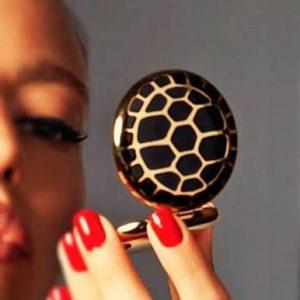 """Estee lauder Turtle Endurance compact sang chảnh cùng phấn phủ """"con rùa"""" siêu hot"""
