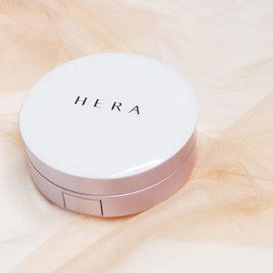 Phấn phủ HERA SOFT LAYER POWDER – NO.00 PURE WHITE – Trợ thủ đắc lực cho lớp make up rạng rỡ.