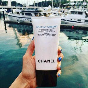 Sữa rửa mặt Chanel MOUSSE CONFORT: Giá chát đến tan nát cõi lòng!