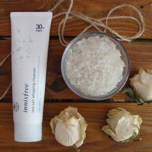 Sữa rửa mặt Innisfree làm sạch sea salt whipping cleanser– sạch da từ muối biển