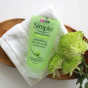 Sữa rửa mặt dạng gel cho mọi loại da – Simple Kind To Skin Refreshing Facial Wash Gel