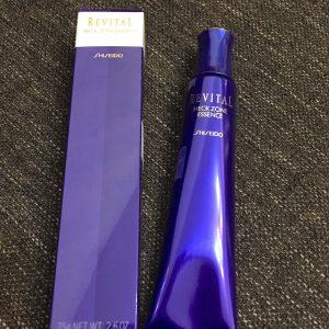 Tự tin diện áo trễ vai cùng serum Shiseido Neck Zone Essence khiến chàng mê đắm