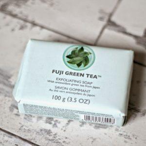 Xà phòng TheBodyShop Chăm sóc body Fuji Green Tea™ Exfoliating Soap – sạch cơ thể, khỏi mệt mỏi, hết lo âu